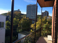 Bright, sunny 2 bedroom apartment in Mile-End, 3rd floor