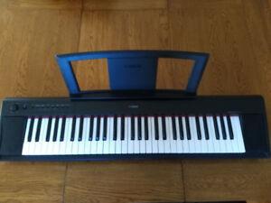 Piano Yamaha Piaggero np-11