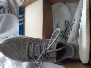 women shoes Adidas size 6. brand new