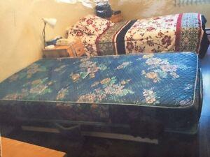 lit et matelas dans st georges de beauce meubles petites annonces class es de kijiji. Black Bedroom Furniture Sets. Home Design Ideas