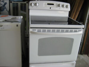 GE electric kitchen range with all the conveniences