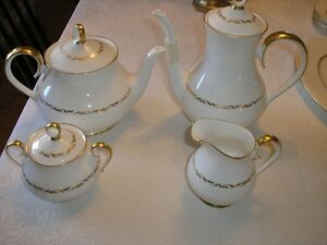 RIDGWAY 1792 ORLEANS PATTERN DINNER AND TEA SET West Island Greater Montréal image 2