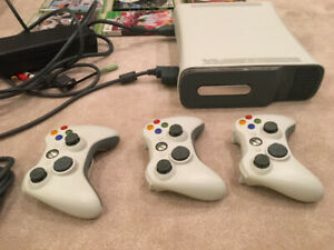 Microsoft Xbox 360 + 3 wireless controllers +9 games,Perfect