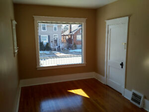 walk to queen one bright room available in a 4 RM house