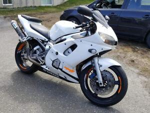 Yamaha r6 1999 1600$ négociable!