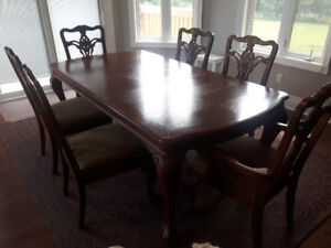 Dining room set. Excellent condition