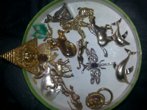 Brooches and two pendants lot animal lot