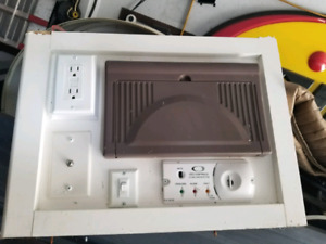 Trailer power inverter with Breakers