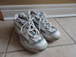 Women's Brookes running walking shoes size 7 Excellent condition