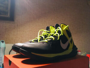 NIKE Men's Basketball shoes (green color) didn't wear before