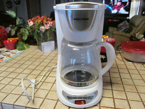 SANDWICH MAKER AND BLACK & DECKER COFFEE MAKER Peterborough Peterborough Area image 2