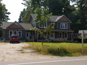 5 bedroom home in Sprucedale