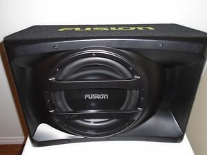 "FUSION 12"" SUBWOOFER IN PORTED BOX BUILT IN AMP AND WIRING KIT"