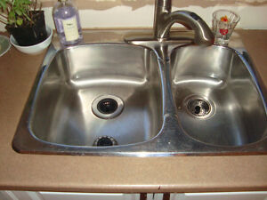 NEGOTIABLE DOUBLE SINK AND FAUCET / ÉVIER DOUBLE ET ROBINET Gatineau Ottawa / Gatineau Area image 1