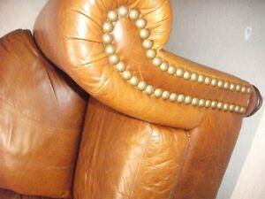 Leather love seat Oakville / Halton Region Toronto (GTA) image 2