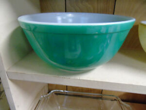 Pyrex Bowl 2 1/2 qt #403 Green Peterborough Peterborough Area image 1