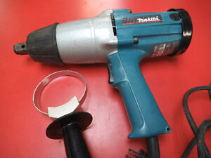 SELLING A MAKITA IMPACT WRENCH LIKE NEW