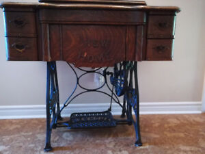 Antique sewing machine\side table