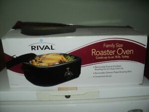 RIVAL FAMILY SIZED ROASTER OVEN NIB