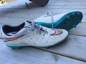 Mens Nike cleats size 9