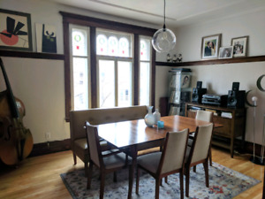 Charming and Spacious 3 bedroom apartment in Rosemont : Dec 15