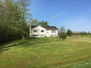 Kemptville country home on 3 acres with quick access to 416