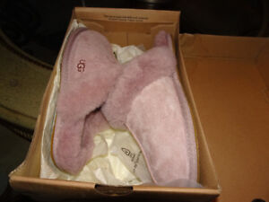 AUTHENTIC NEW UGG SHEEPSKIN SIZE 7 SLIPPERS