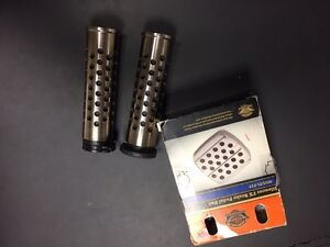 Harley Silencer grips and brake pedal West Island Greater Montréal image 1