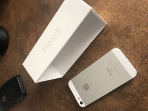 Silver IPhone SE 64GB in perfect condition