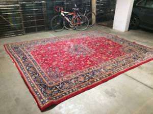Beautiful Red and Blue 9' x 12' Oriental Rug