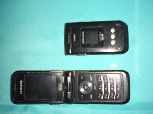 2 Samsung flip phones SPH-A900 with 2 carry cases Windsor Region Ontario image 1