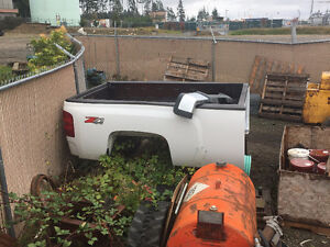 2011 Chevrolet 2500HD stock truck box and rear bumper