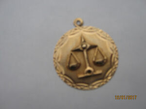 NEW 10cts Gold Scales of Justice Molded Pendant