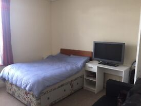 OFFER! No Agy Fees! Ultra Central 3 big Double bedrooms 2 reception rooms GR8 transport FULLY FURN