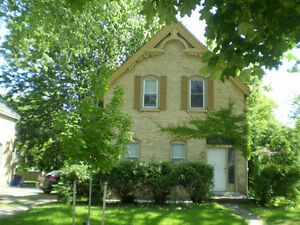 5 BED HOME-3 BLKS TO RICHMOND / CEEPS-$2000 ($400 per bed)