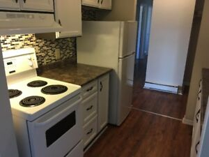 East - Large 2 bedroom with balcony on Inverness