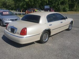 LINCOLN TOWN CAR CARTIER  *** LOADED *** SALE PRICED $3995 Peterborough Peterborough Area image 6