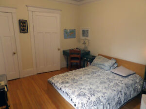 Outremont - Comfy 2 ½ lease transfer available for december