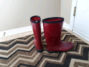 Size 8 Ladies Kamik Rainboots