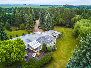 STUNNING ACREAGE 12 MINUTES FROM NORTH EDMONTON 3.15 ACRES