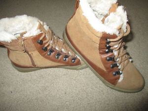 American Eagle ladies size 6 boots