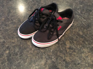 b08a97a45c Vans atwood shoes youth size 4