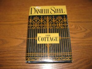THE  COTTAGE  -  DANIELLE  STEEL  HARD  COVER  WITH  JACKET