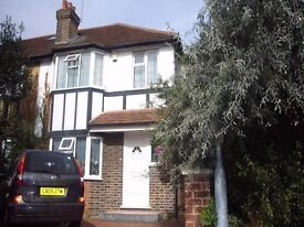 Beautiful Three Bedroom House in Perfect Location in Isleworth