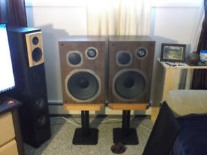 2 pairs of speakers got to go need the room$70