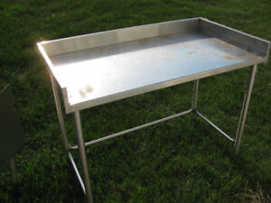 STAINLESS STEEL SINK AND TABLE FOR SALE