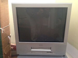 2 TOSHIBA TV's 21 inches screen/écran