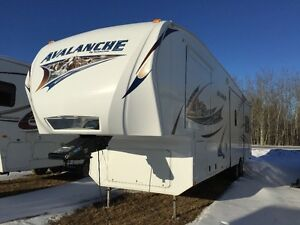 2011 Keystone Avalanche M330RE