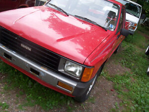 1986 Toyota Tacoma Xcab long box 2wd automatic (81,000 kms.)