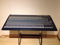 Behringer MX3282A Eurodesk mixer
